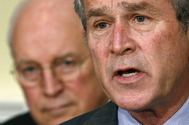 US President George W. Bush (R) makes a statement on the economy in the Roosevelt Room with Vice President Dick Cheney, at the White House in Washington, January 18, 2008.    REUTERS/Jim Young   (UNITED STATES) - RTR1VYU5